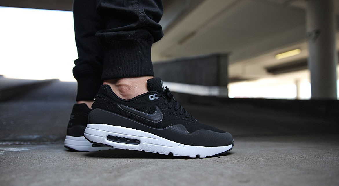 air max 1 ultra moire black